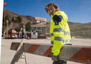 Pracovní oděvy, oděvy s vysokou viditelností a ochranné pomůcky